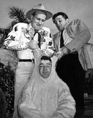 Bud Abbott, Lou Costello  and Robert Mitchum, 1946