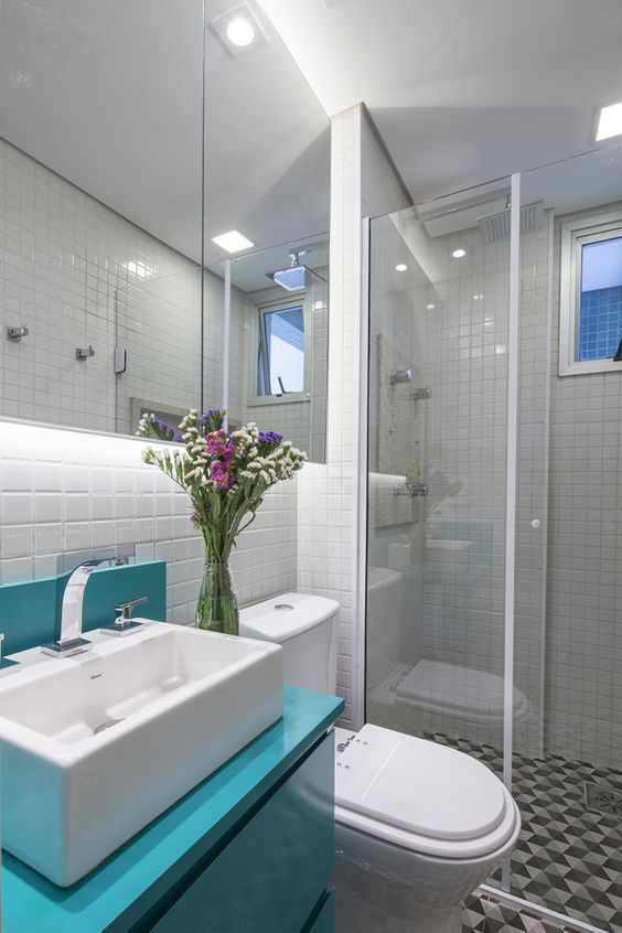 Banheiro Simples Com Movel Azul Claro