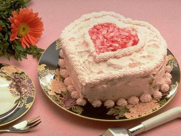 Tarta con crema de nata y azucar chemado