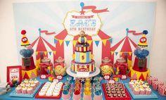 Una espectacular mesa de dulces para una fiesta circo / A spectacular sweet table for a circus party: