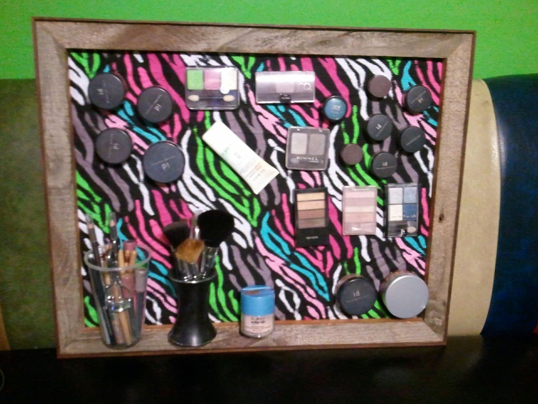 Magnetic makeup picture frame