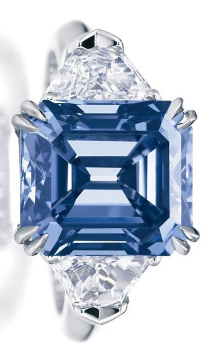 an white colored color diamond makes fluorescence blue watch l medium look bright