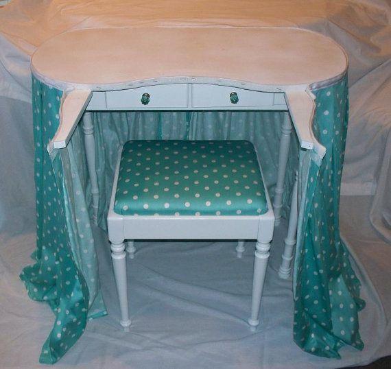 Vanity Table Vintage