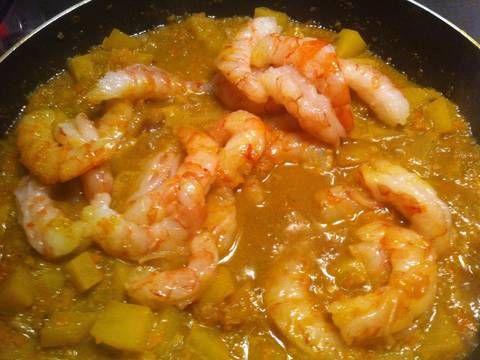 Camarones en salsa curry