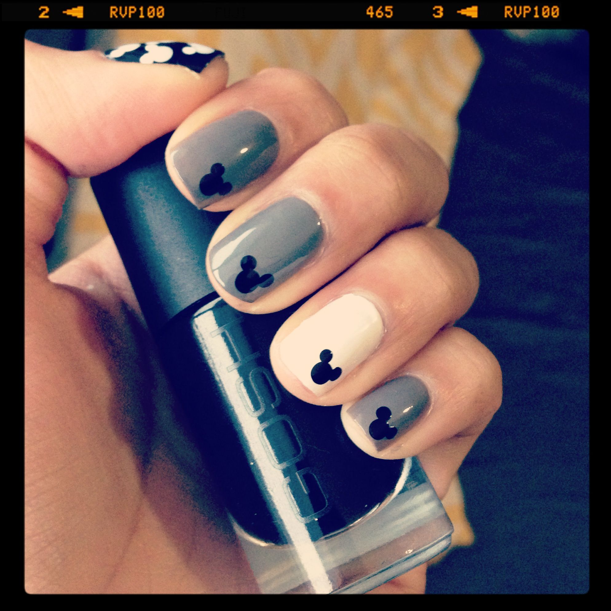 Simple Mickey Mouse nails. Super chic! | Disney nail art | Pinterest ...