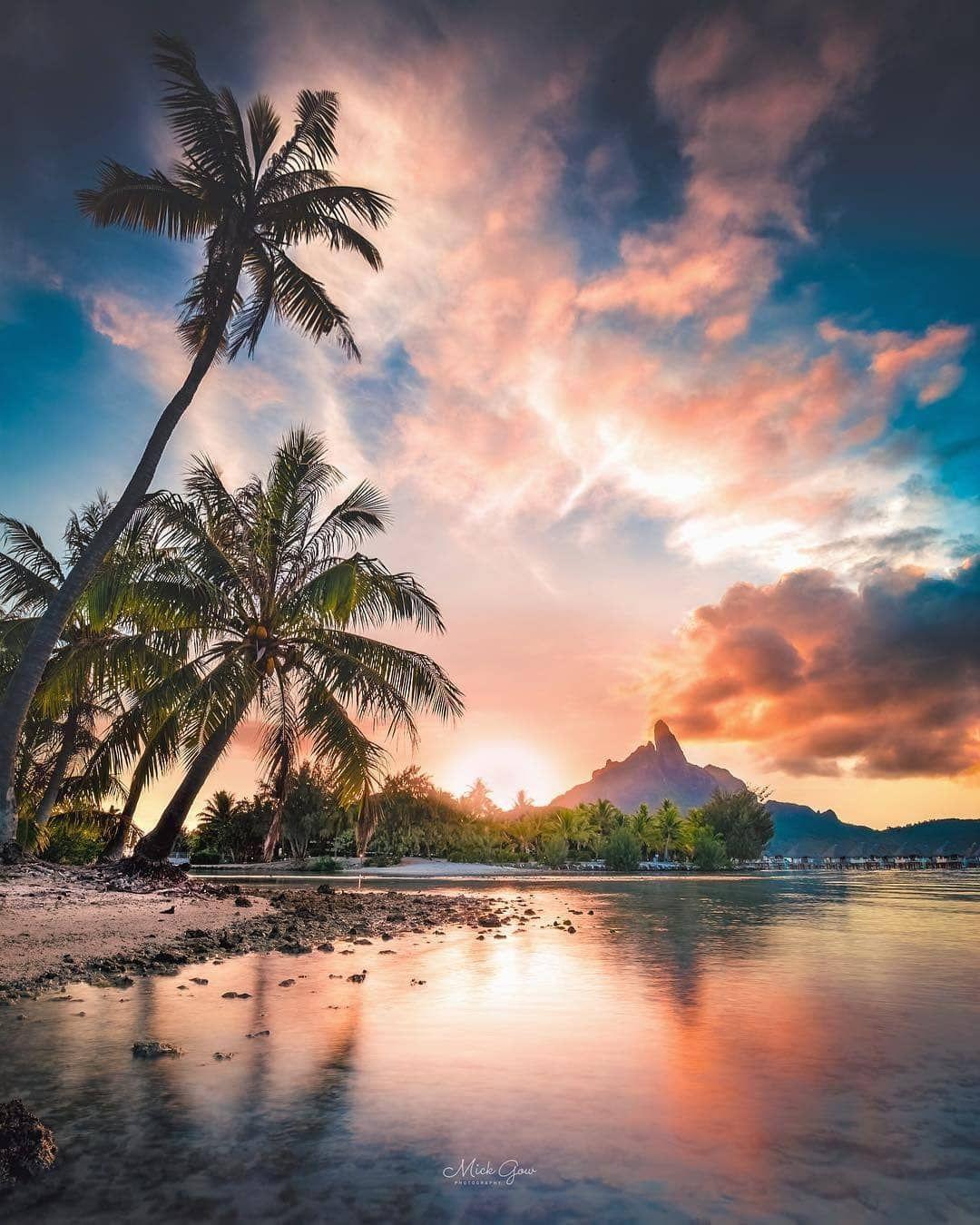 Double Tap If You Love This Paradise Bora Bora French Polynesia Sunset Beautiful Sunset Bora Bora