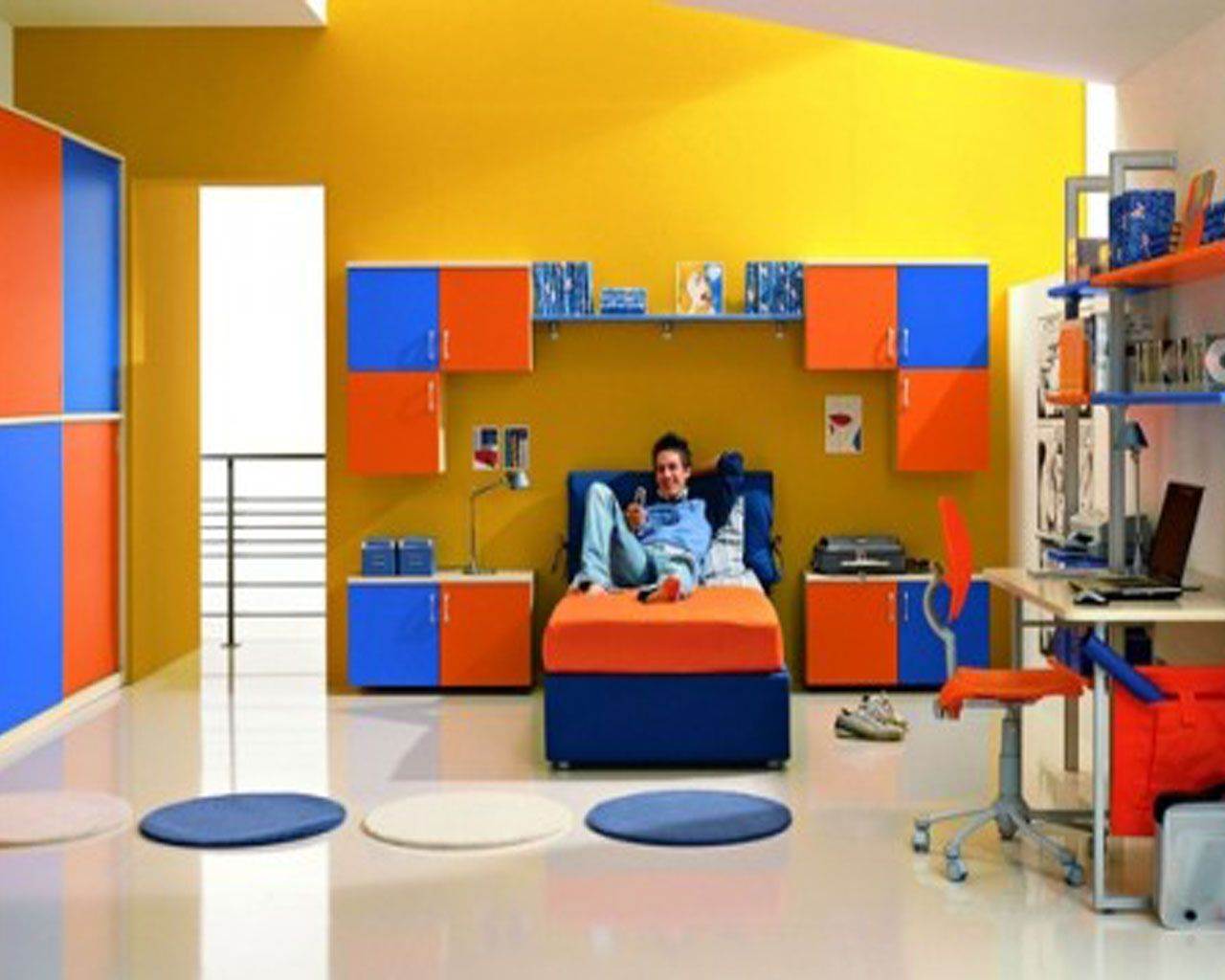 Bedroom interior for boys - Boys Bedroom Idea With Yellow Wall Paint Color And Orange Blue Cabinets And