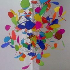 Lustre de fil de fer et papier de soie fait entierement a for Lustre papier design