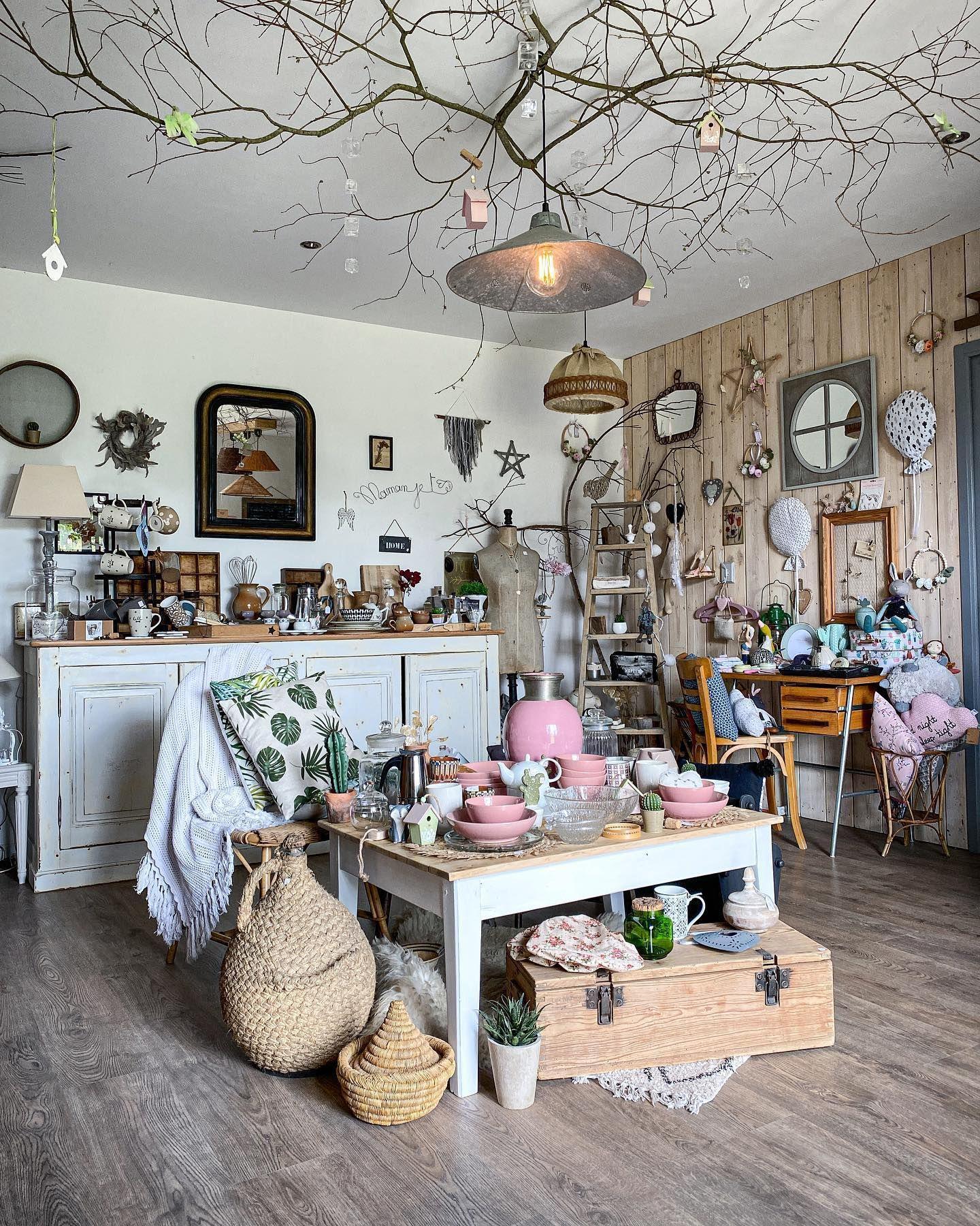Hello C Est Dimanche Chiner Chez Grisgroseille Shop Ca Vous Tente Decoration Brocante Vintage Homedecor Conceptstore R In 2020 Table Settings Table