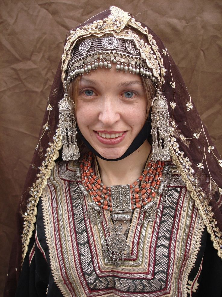 Tourists Photo Traditional Yemeni Wedding Jewelry And Clothes Coral Necklace Antique Jewish Silver