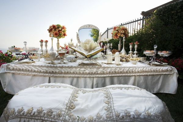 Sofre aghd persian wedding table weddings south for Persian wedding ceremony table