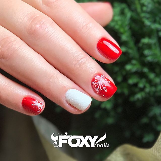 Holiday Nails Hours: Nothing Puts You Into The Holiday Spirit More Than Red Gel