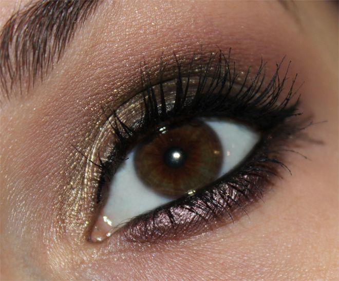 agnes b. Couleur Stretch eyeshadows http://www.talasia.de/2013/12/06/agnes-b-couleur-stretch-lidschatten-halb-creme-halb-puder/