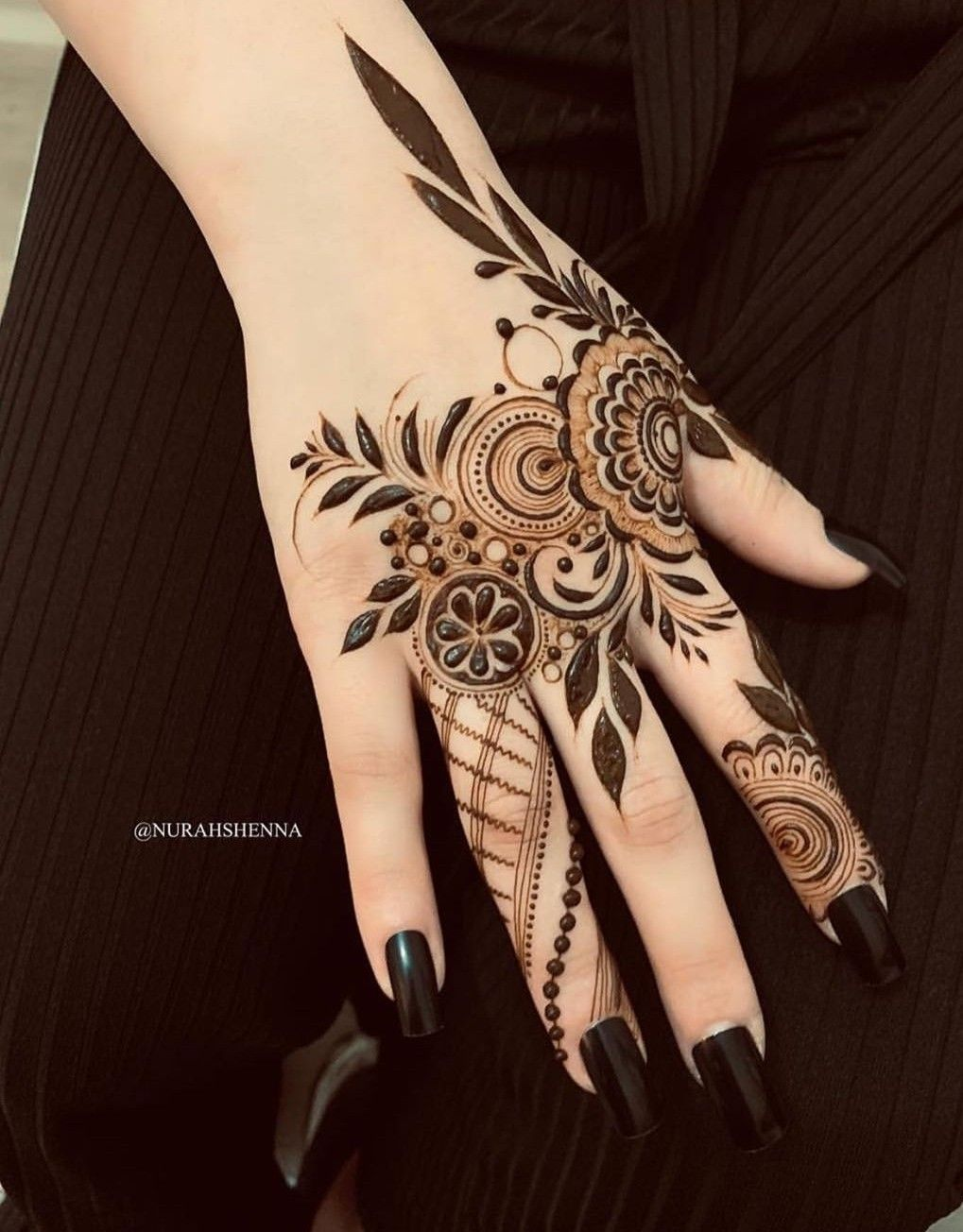 Pin By Samreen Aslam On Henna Art Modern Henna Designs Latest