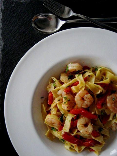 Tagliatelle com camarão e pimentos vermelhos // Tagliatelle with shrimp and red peppers