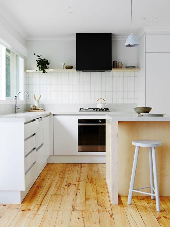 Portes Ouvertes: Maison à Melbourne. Design BlogsBlog DesignsWhite TilesModern  Kitchen ...