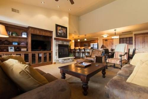 5301 Emerald Lodge Steamboat Springs (Colorado) Featuring an outdoor pool, 5301 Emerald Lodge is a holiday home located in Steamboat Springs. Guests benefit from free WiFi and private parking available on site.