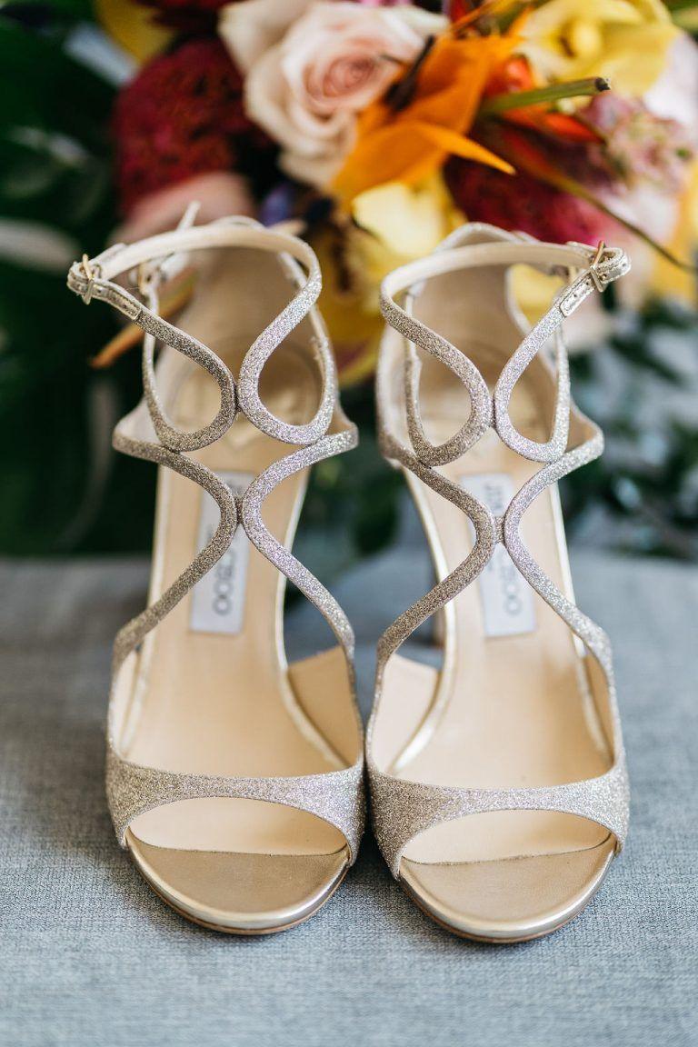 Hawaii Inspirierte Hochzeit Am Strand Brautschuhe Schuhe Hochzeit Hochzeit Am Strand