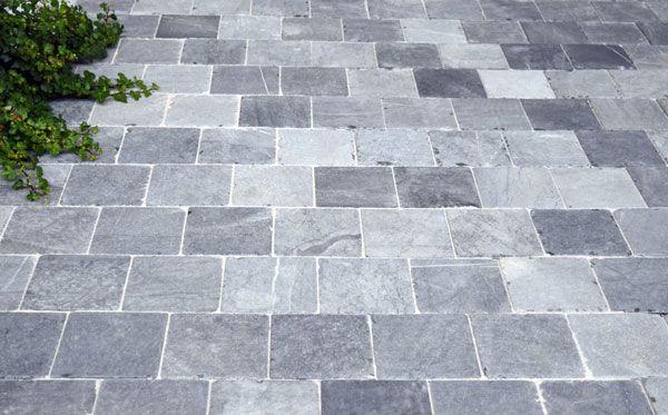 Terrastegels Natuursteen Buiten.Vietnamees Blauw Getrommelde Natuursteen Tegels Voor Oprit En Terras