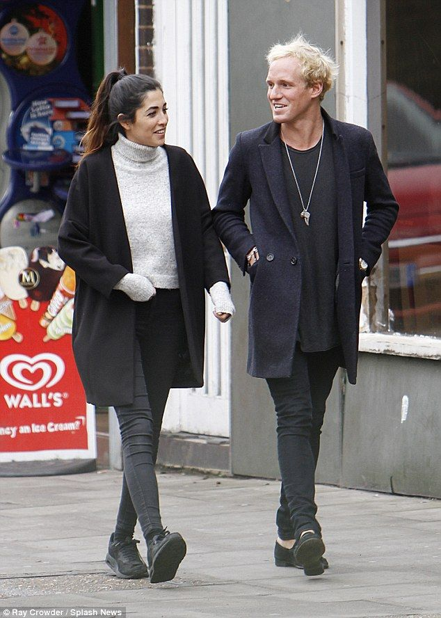 Jamie Laing Leans In For Awkward Kiss With Girlfriend Tara Keeney Jamie Laing Jamie Awkward Kiss