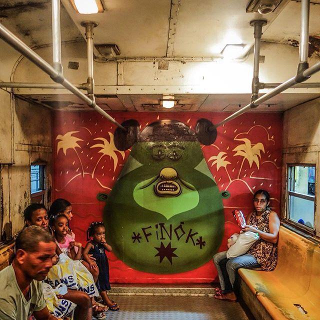 """""""A mistura é um dos elementos que constroem o meu trabalho, e eu a considero o principal traço cultural do Brasil,"""" diz o artista plástico Raphael Sagarra, o Finok (@finok), de 29 anos. Ele transporta elementos da cultura popular brasileira para uma variedade de formatos, que vão de grafites e murais a esculturas de madeira, quadros, balões e até pipas. """"Foi o grafite que despertou em mim algo que não imaginava que pudesse existir, a obsessão por pintar,"""" diz Finok, que cresceu no bairro do…"""