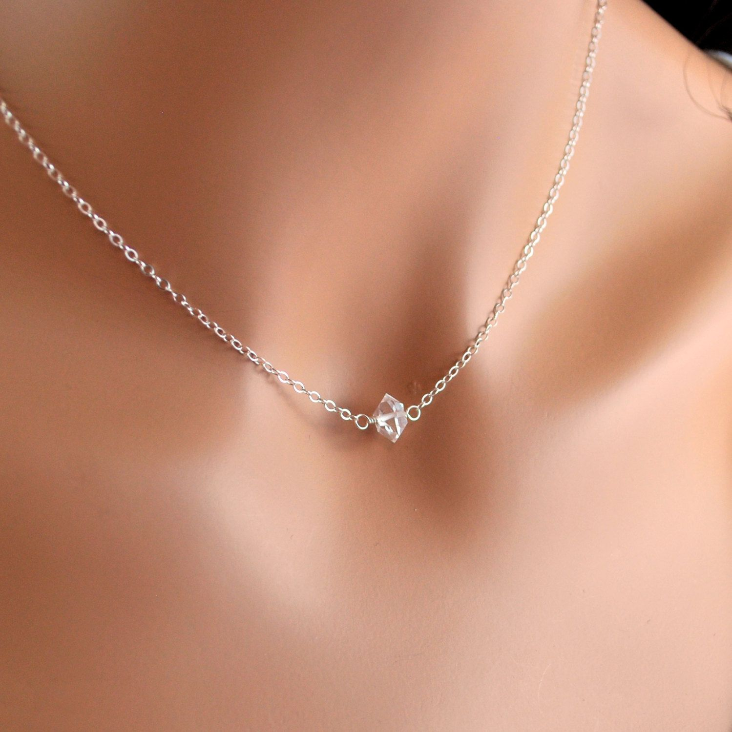 Love love loveeeee this necklace. Simplicity at its finest.