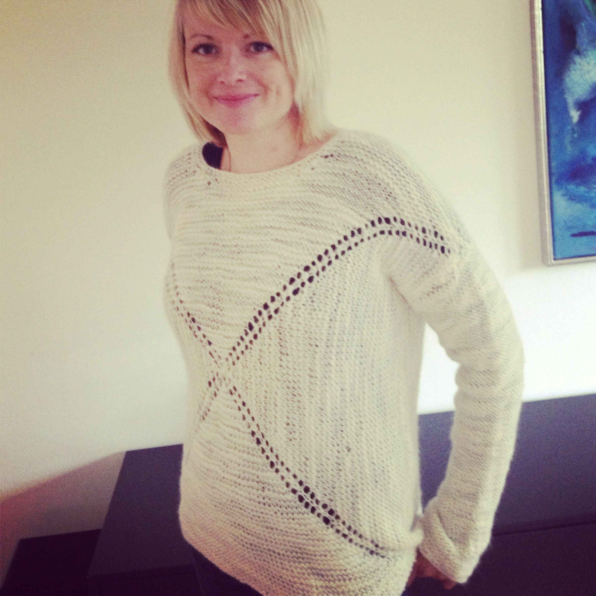 dropsdesign Hugs & Kisses sweater in #dly3 | DROPS Loves You ...