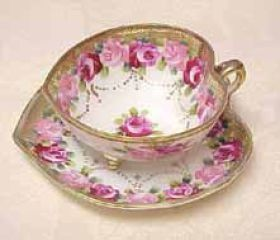 Old Noritake....love the pink roses and gold gilt! Saw one like this long, long ago. Didn't buy it, more's the pity!: