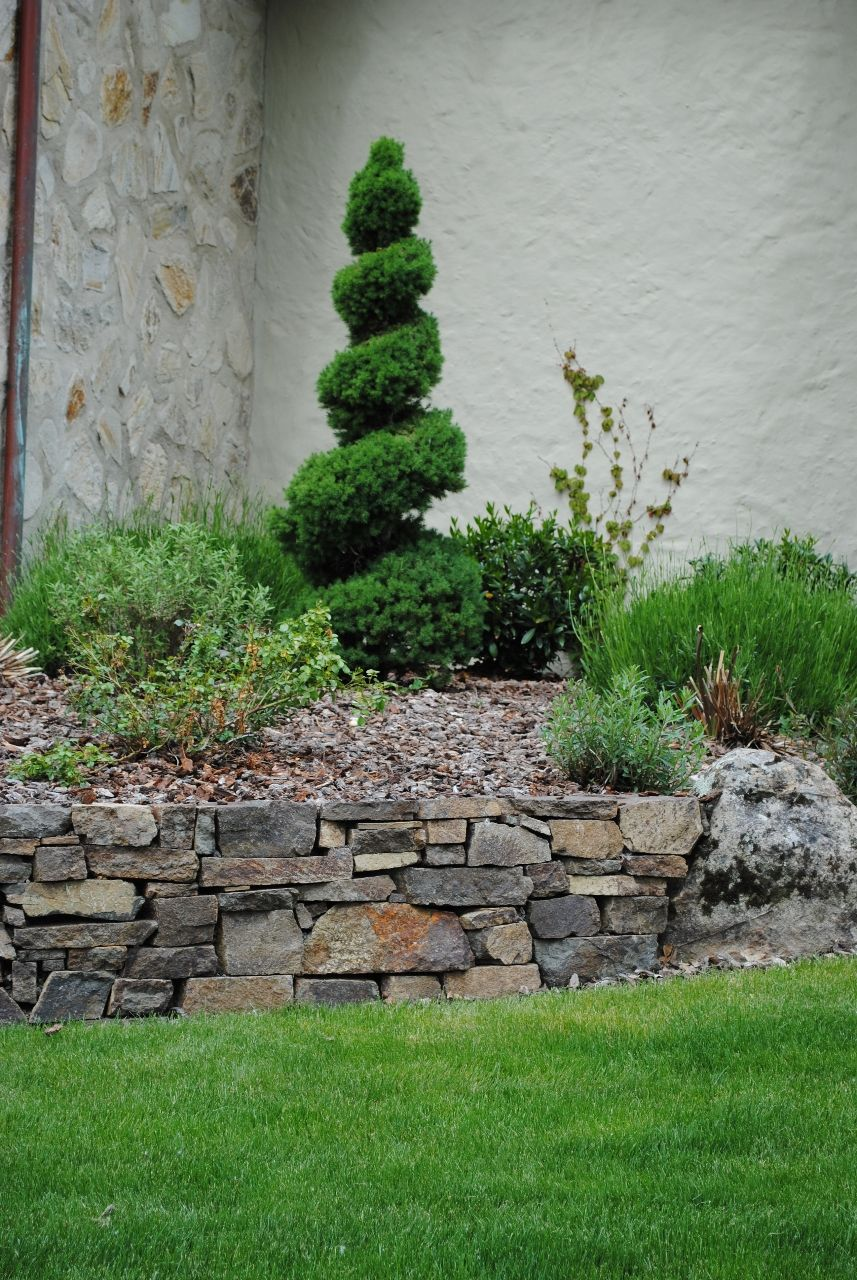 Rock borders for flower beds rock flower bed borders for for Rock wall garden