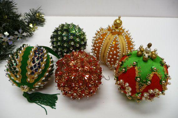 Five Ornaments Christmas Push Pin Sequins Beads By Myseriousside Beaded Christmas Ornaments Christmas Ornaments Christmas Crafts