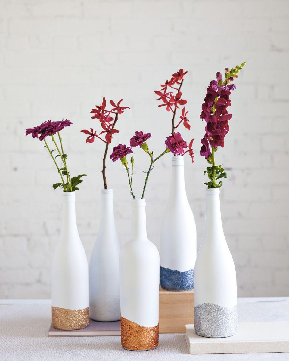 10 id es de vases diy pour vos fleurs diy bouteille - Vase en plastique pour centre de table ...