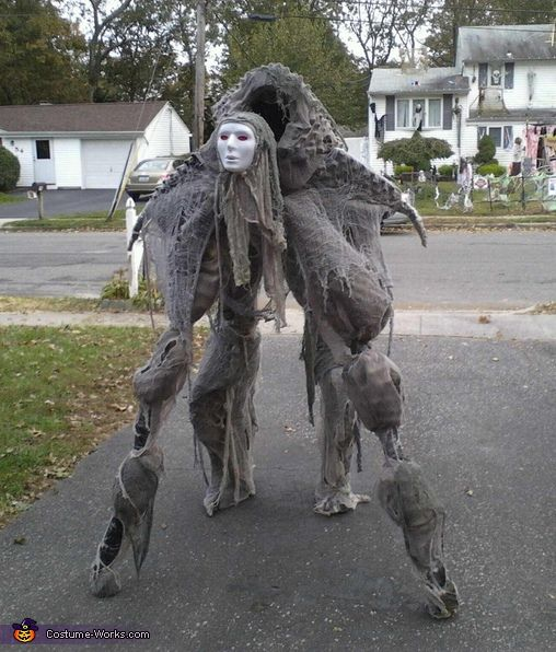 Would you run from this, I think i would roll over and play dead - scary homemade halloween costume ideas