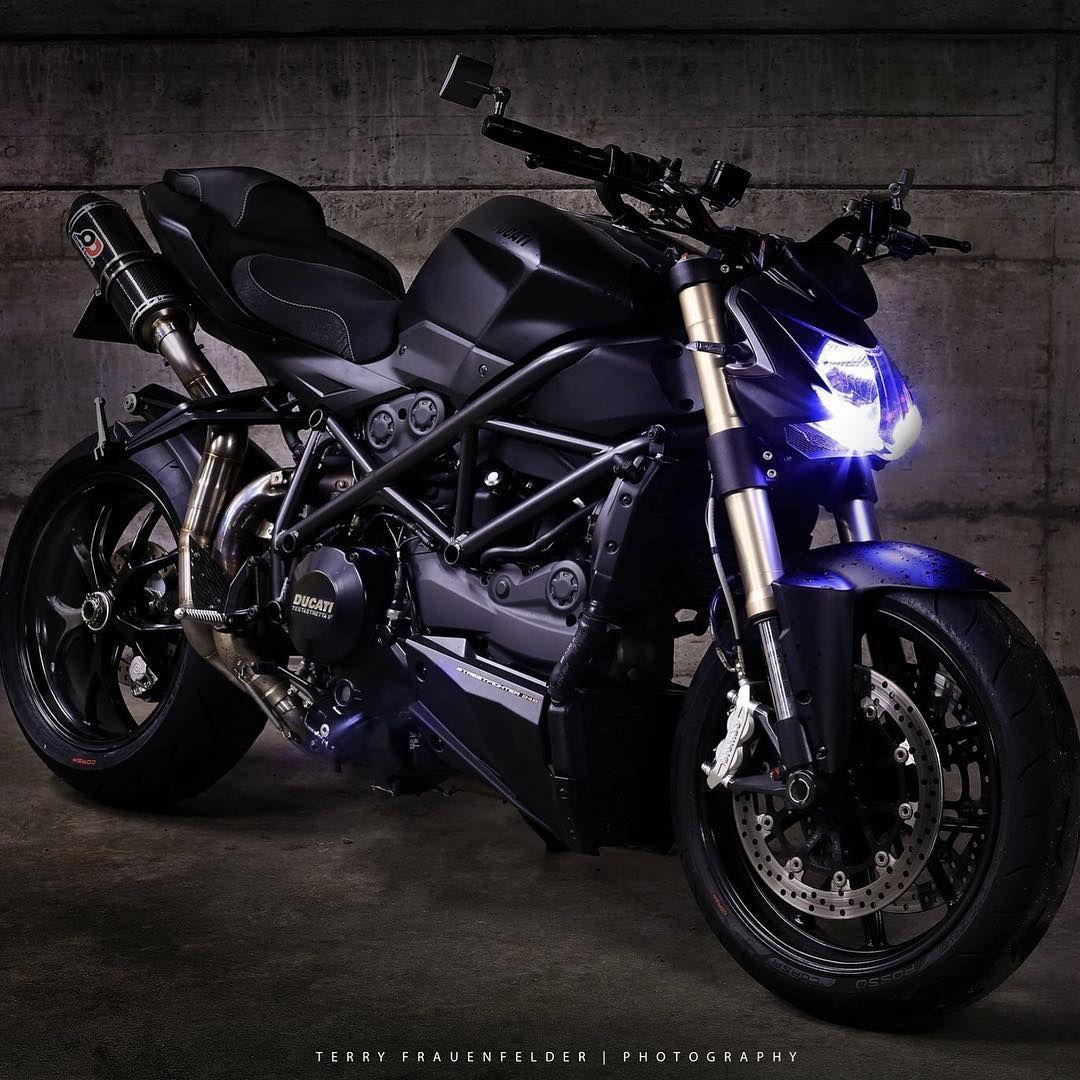 The Dark Side Photo Terryfrauenfelder Ducatistagram Ducati Streetfighter 848