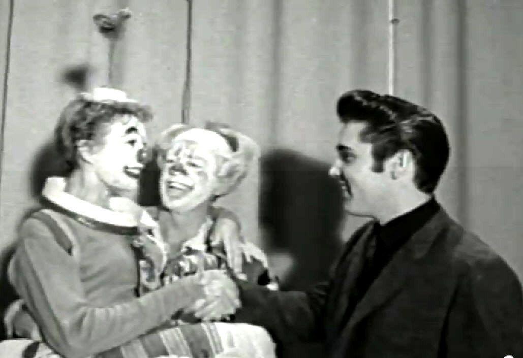 Elvis in Las Vegas in october 23 1957 , before a clowns show