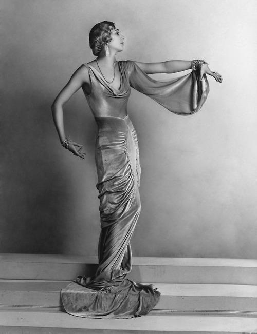 Jessie Matthews 1930s. Very art deco.