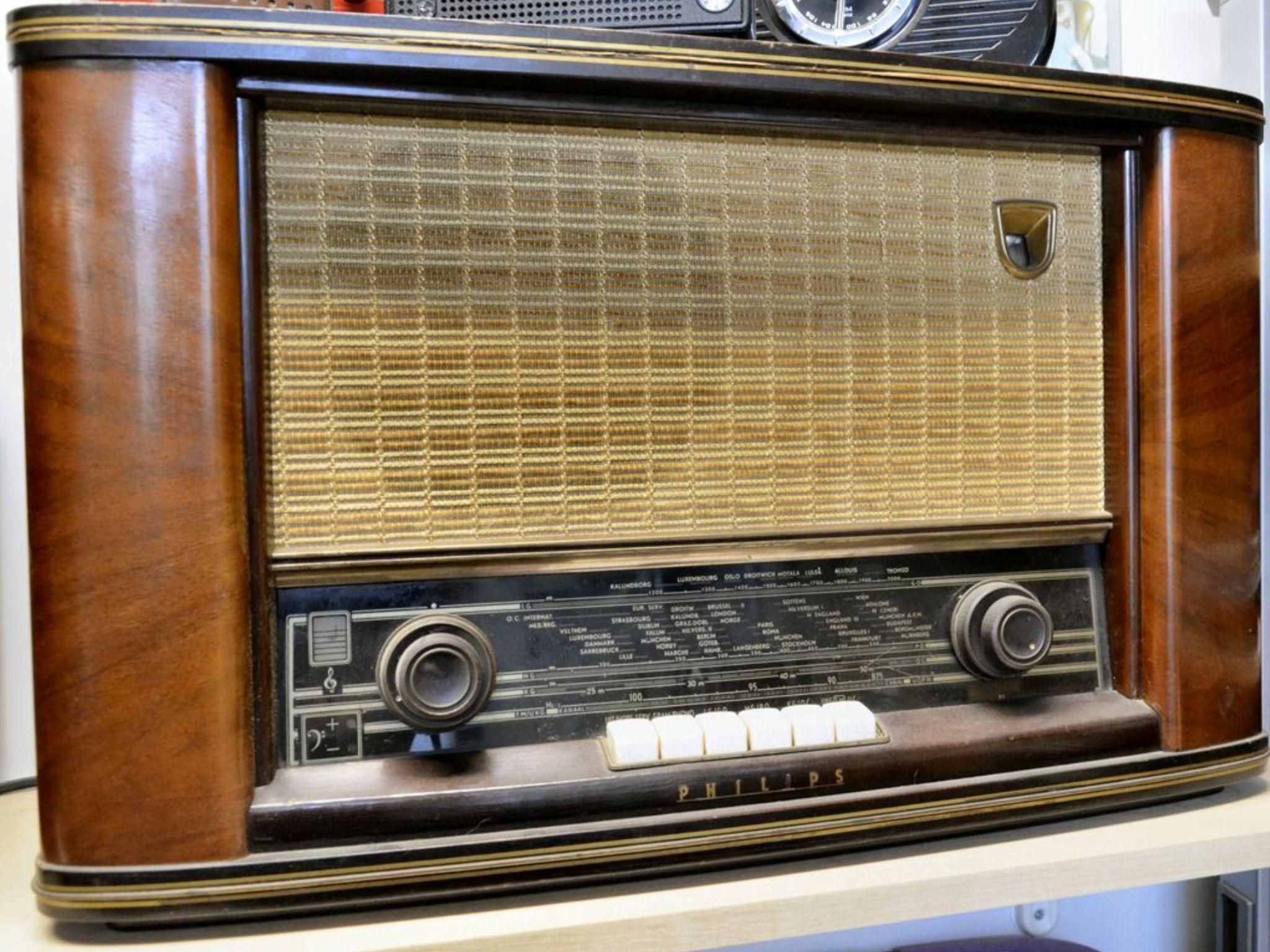 A Philips Mantel Radio Model 167 Pink Vintage Radio Antique Radio Old Radios