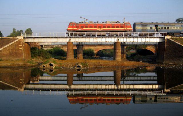 WAP-4 22824 of Mughalsarai leading the Malwa express towards Bhopal  Junction .Location:Shan reflection point,Patra,Bhopal. | Train wallpaper,  Train photography, Indian railways