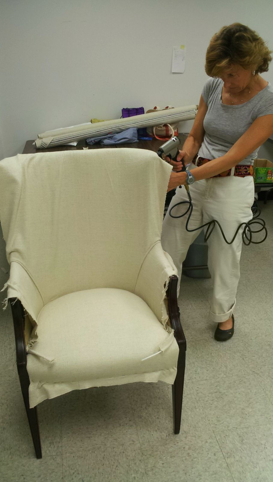 bf j 07 staple gun3 upholsteredchair chaise fauteuil. Black Bedroom Furniture Sets. Home Design Ideas