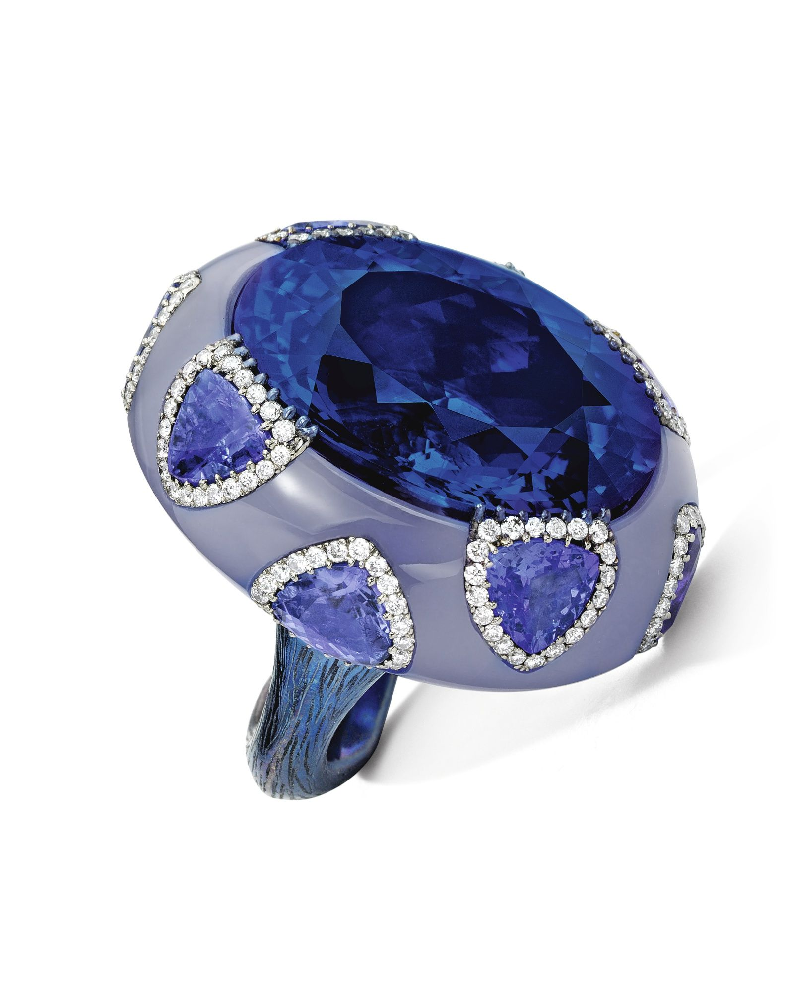 Tanzanite Chalcedony And Diamond Ring Wallace Chan Set With An Oval Tanzanite Weighing Approximately 35 42 Ca Beautiful Jewelry Wallace Chan Artistic Jewelry