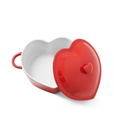 Tee ruokaa rakkaudella sydämenmuotoisessa kannellisessa padassa. Tulenkestävä keraaminen pata on 25 x 20 cm. 8 €.