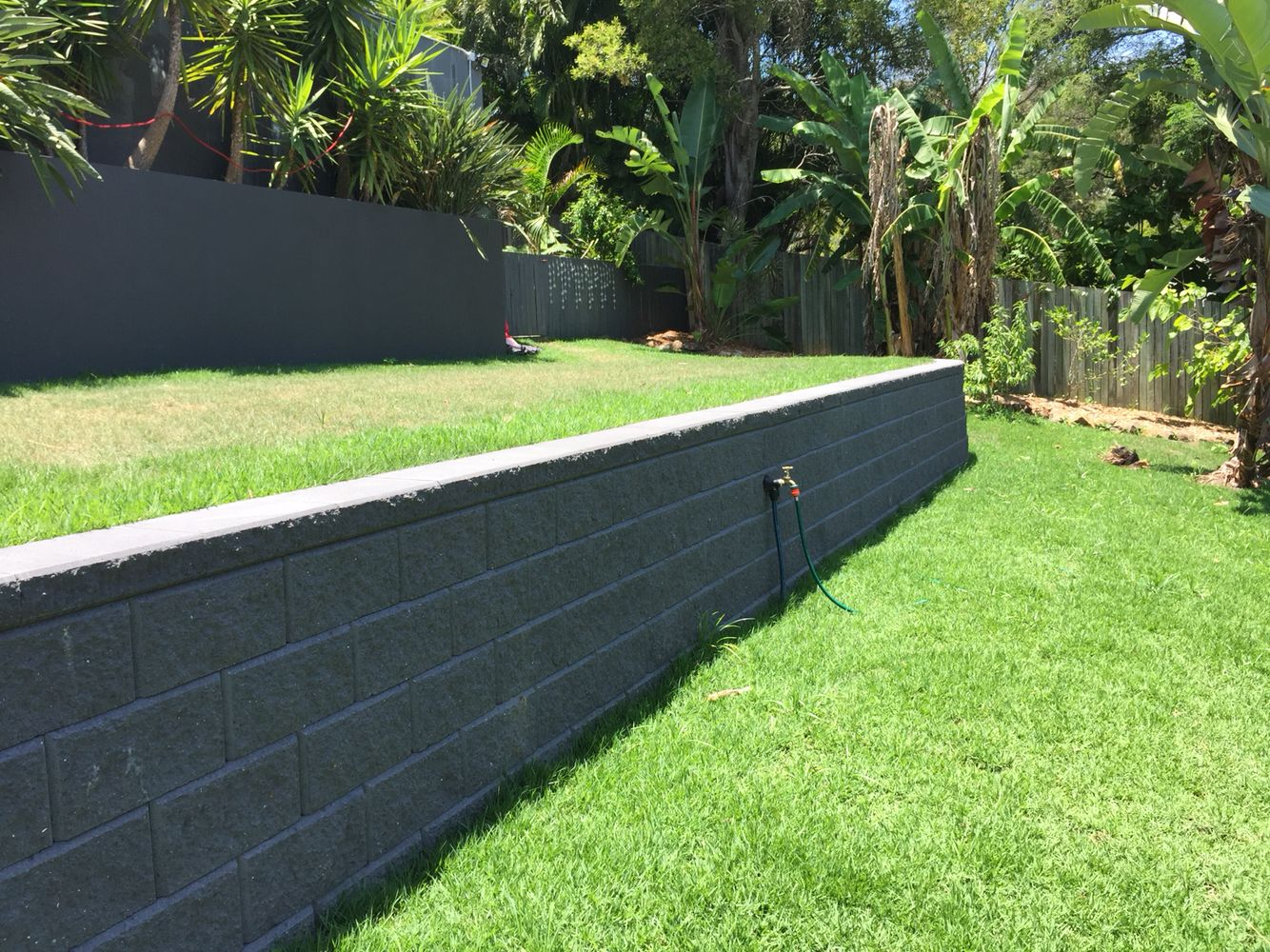 austral heron charcoal split face retaining wall - little mountain