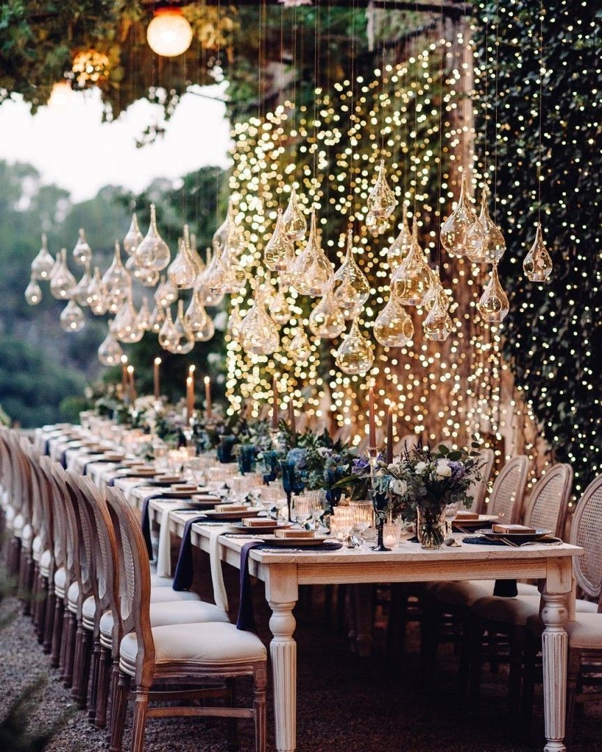 Viele Kleine Lichter Als Dekoration Fur Die Hochzeit So Ist Eine Magische Stimmung Garaniert Pereandm Dekoration Hochzeit Hochzeit Magische Hochzeit