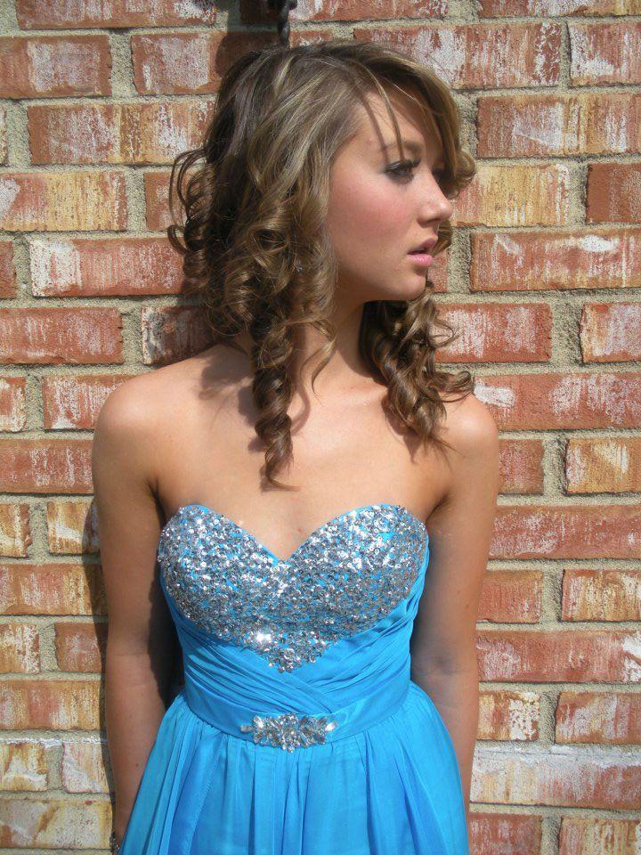 Pin von tomi ibaja auf teen america femboy in blue prom dress ...