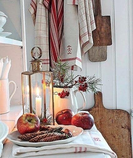 Доброго Рождественского утра, друзья! Декор by @vibekedesign #новыйгод #decoration #holidays #newyear #christmas #galleria_arben #новогодниеигрушки #winter #декор #новогоднийдекор #свечи #праздник #сервировка