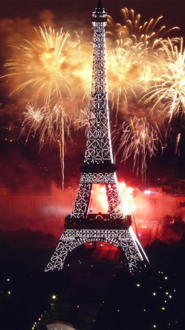 fireworks eiffel tower paris happy new year