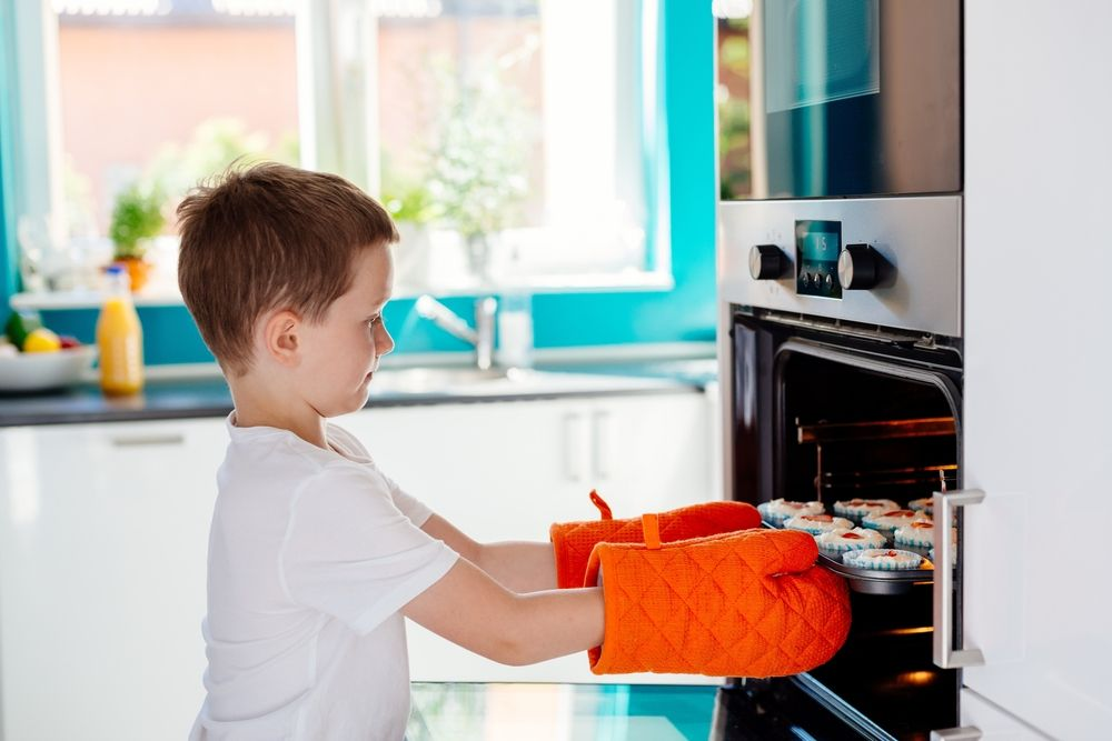 10 important kitchen safety rules to keep little cooks