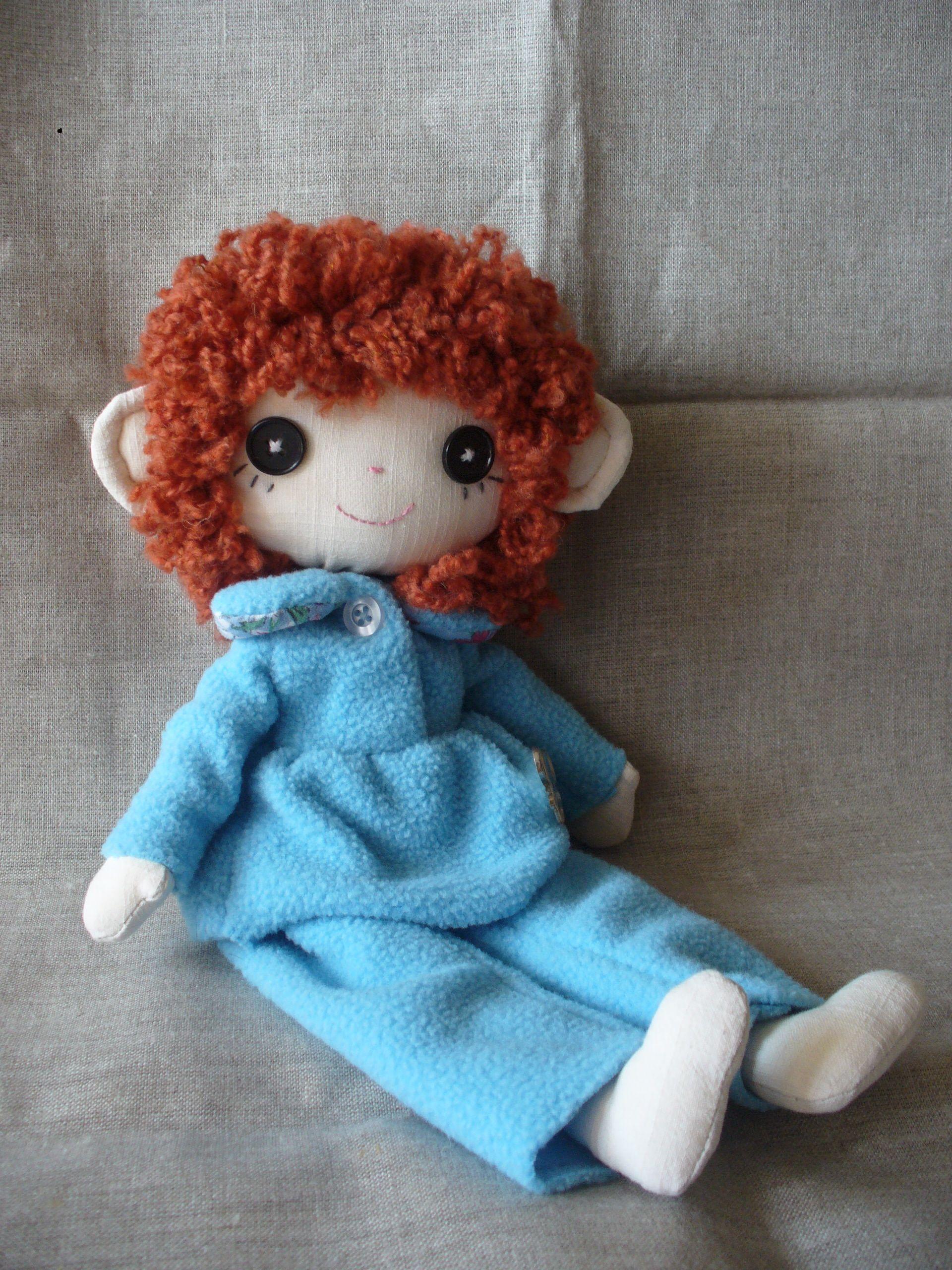 Кукла изготовлена из хлопка, набита синтепоном, пижама флисовая.