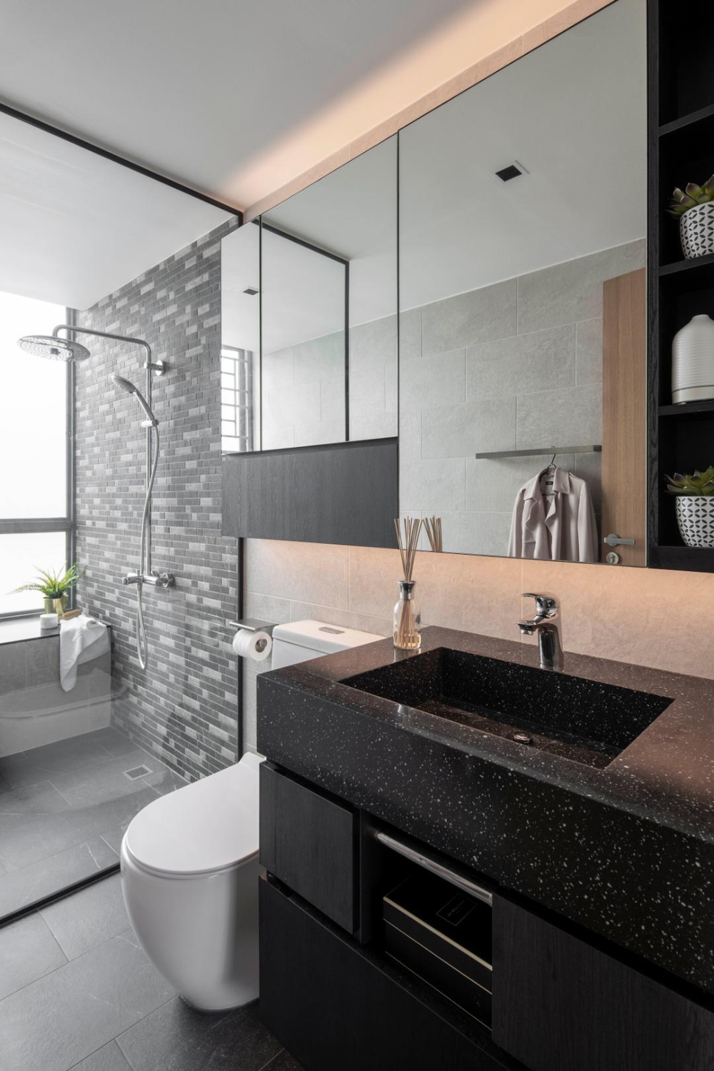 Check Out This Contemporary Style Condo Bathroom And Other Similar Styles On Qanvast In 2020 Condo Bathroom Bathroom Lighted Bathroom Mirror