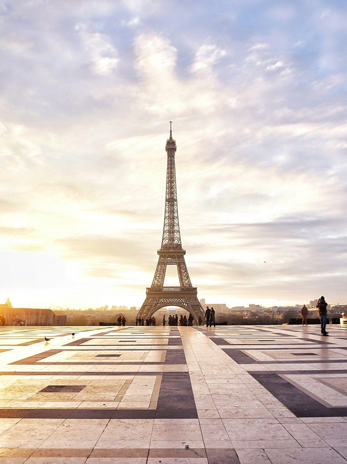 стихи про париж на французском девушки большие