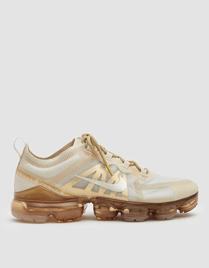 Nike Vapor Max 2019 Sneaker in CreamMetallic Gold in 2019
